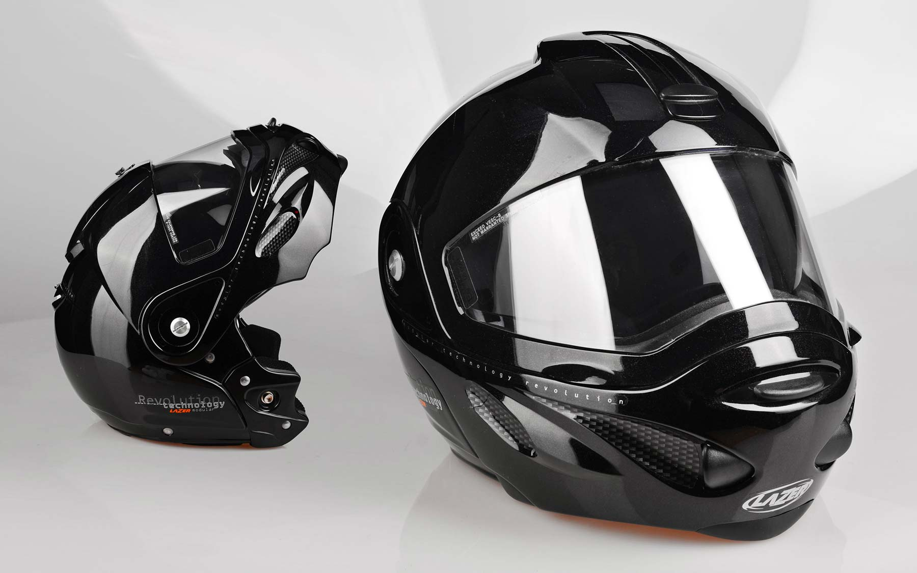 First modular helmet with integrated sun visor: the Revolution-1